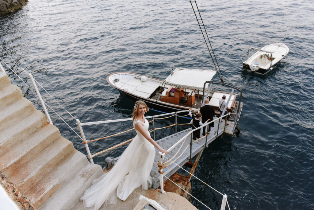 The bride is on the boat, directed to Praiano, Amalfi Coast
