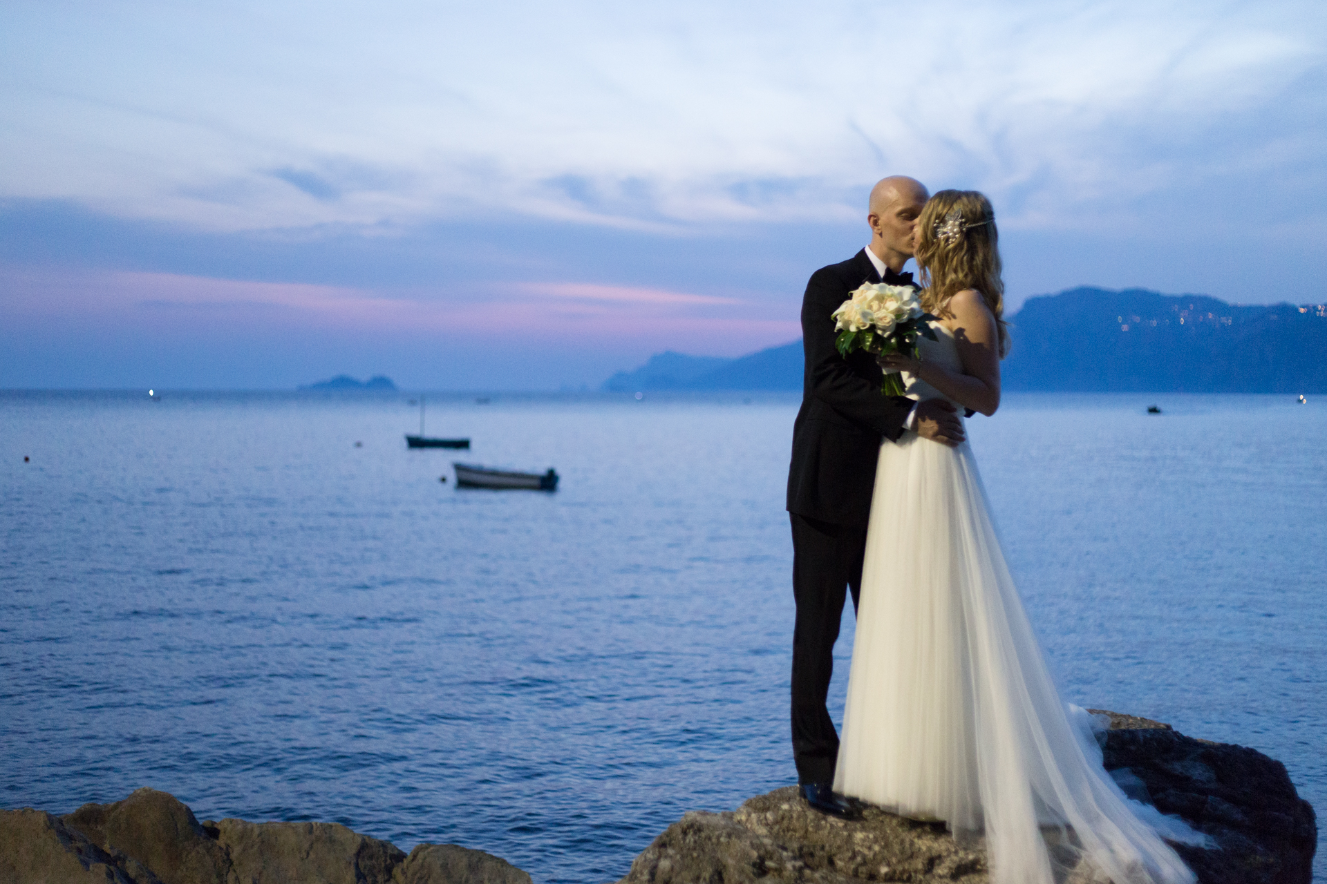 couple's portrait on the Amalfi beach